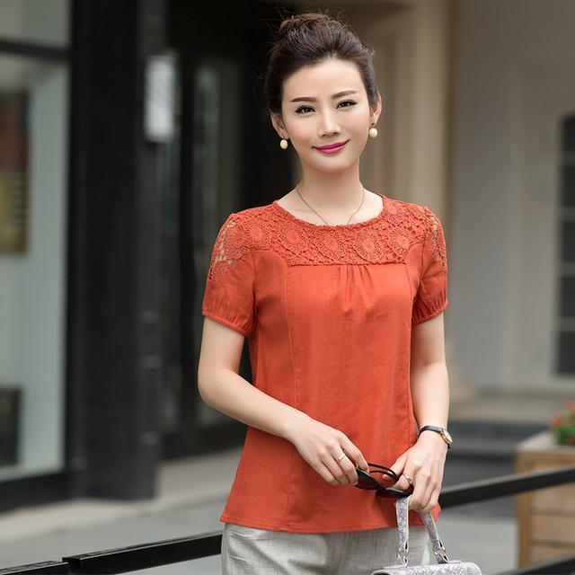 40岁以上的女性,少穿裙子,多穿这样的上衣!显高贵、提气色